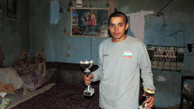 Снимка: Капитал, Националът по лека атлетика Данчо с отличия от победите си